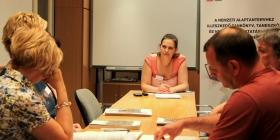 Szakmai konzultáció a kísérleti tankönyveket kipróbáló tanárokkal